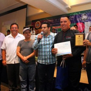 Ganador del Torneo de Bartenders Garza Blanca's Pedro Palomera Pichardo