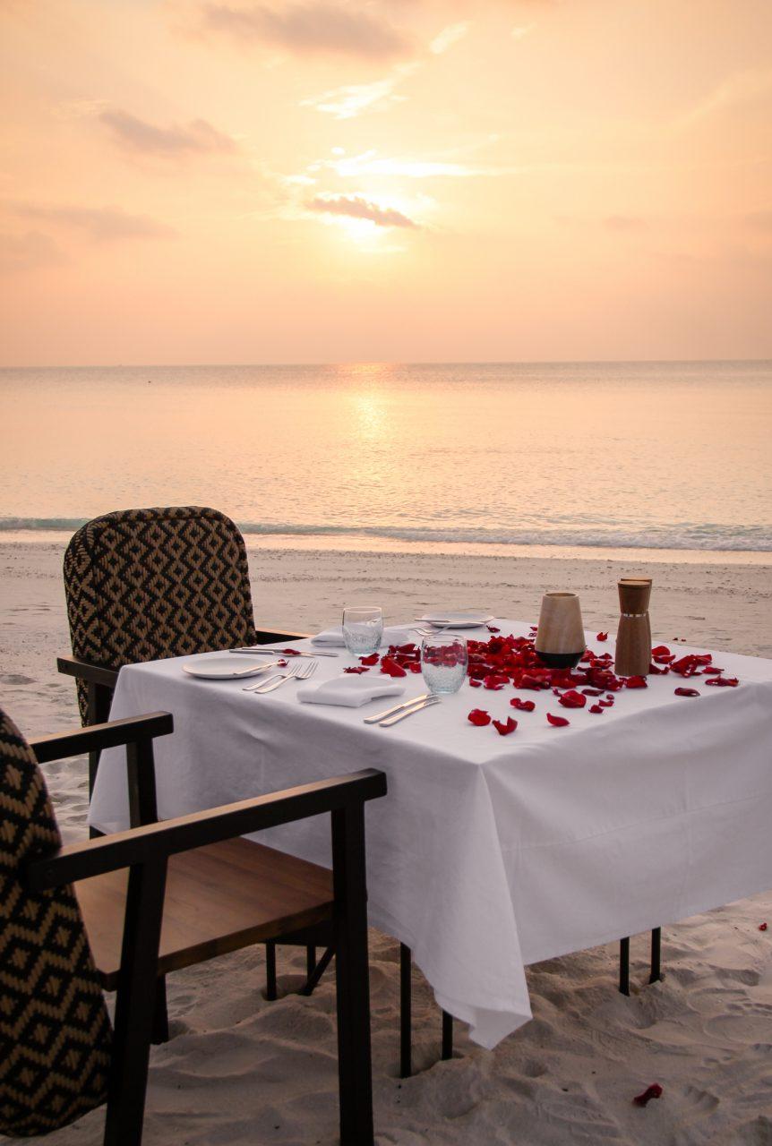 https://www.istockphoto.com/es/foto/cena-romántica-de-estilo-caribeño-gm521303910-91307533