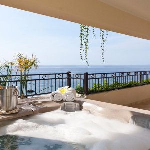 Oceanfront Penthouse  - Panoramic view balcony and Jacuzzi